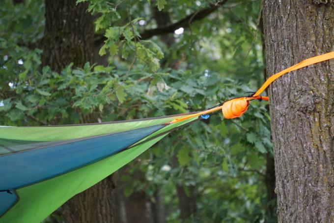 Gurte zur Befestigung am Baum