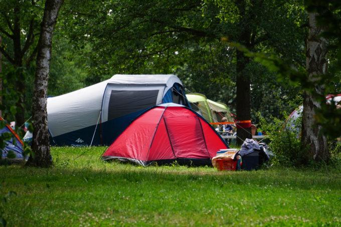 Kuppeltzelt am Campingplatz